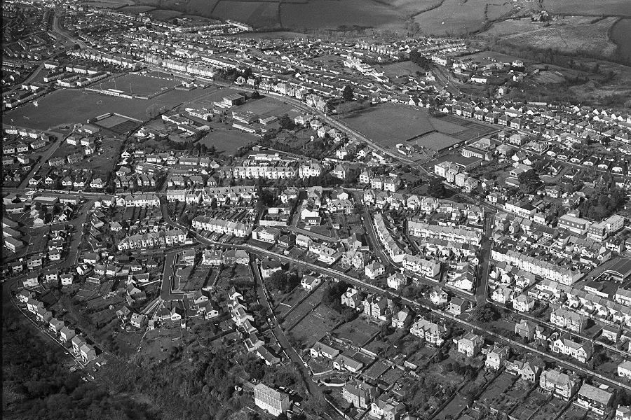 Africa Live this week: 7 - BBC News Vintage aerial photographs of britain